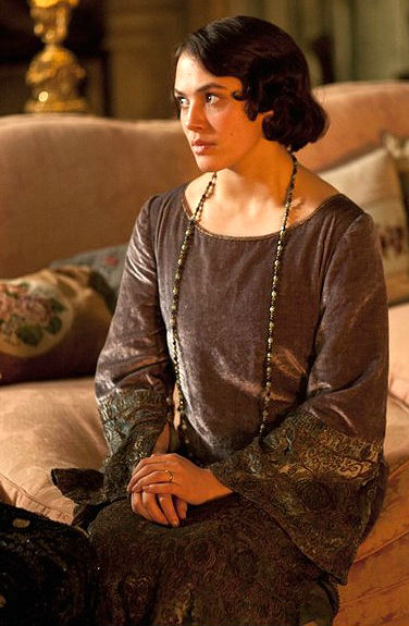 Farewell to Lady Sybil (who's wearing a gorgeous velvet 1920s gown).