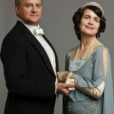 Lord and Lady Grantham, one foot in the new decade (finally).