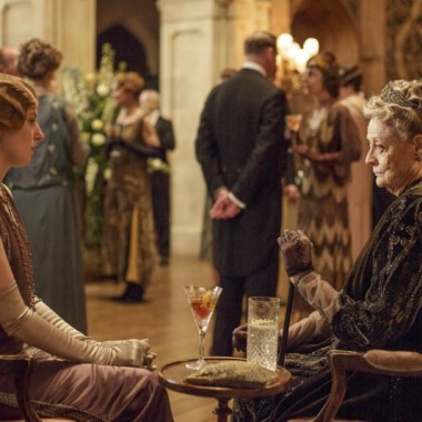 Edith & her grandmother chat -- is the Dowager wearing ever-so-slightly modern clothes?