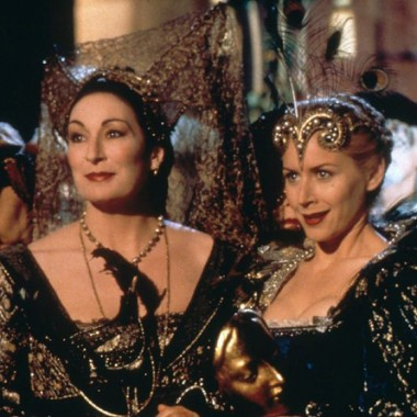 "Angelica Huston & Megan Dodds in ""Ever After"" (1998)."