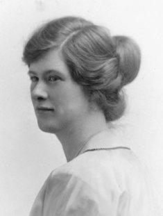 1920s bun hairstyle